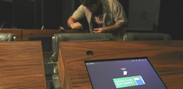 Plenário da Câmara dos Deputados recebe novos tablets para auxiliar o trabalho dos parlamentares