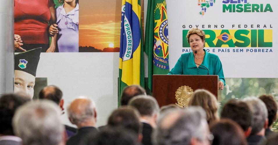19.fev.2013 - A presidente Dilma Rousseff anuncia, em Brasília, a complementação do programa Bolsa Família para incluir 2,5 milhões de beneficiários que ainda permaneciam em situação de extrema pobreza