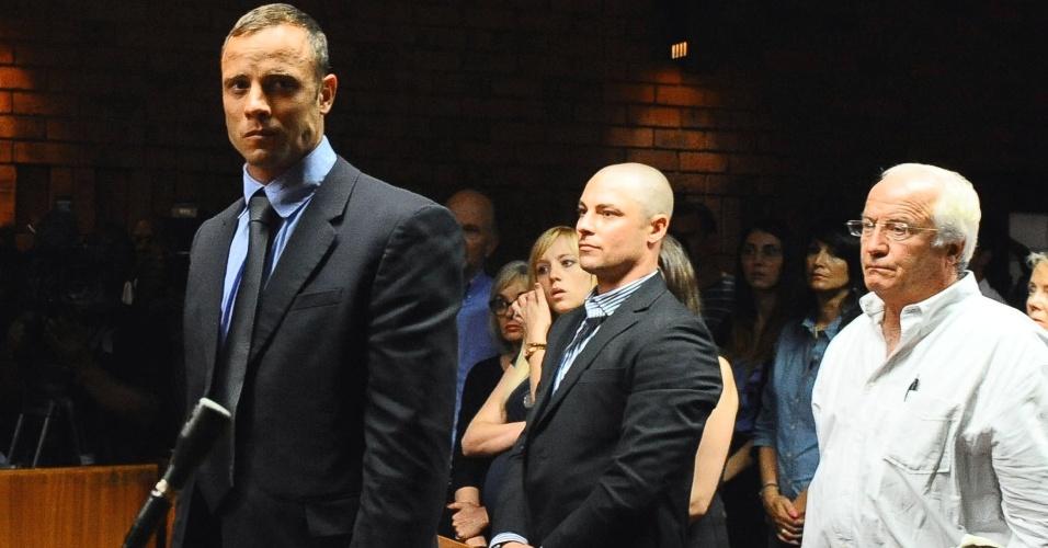 19.fev.2013 - Campeão paraolímpico Oscar Pistorius comparece ao tribunal para o julgamento do pedido de fiança no caso da morte da modelo Reeva Steenkamp