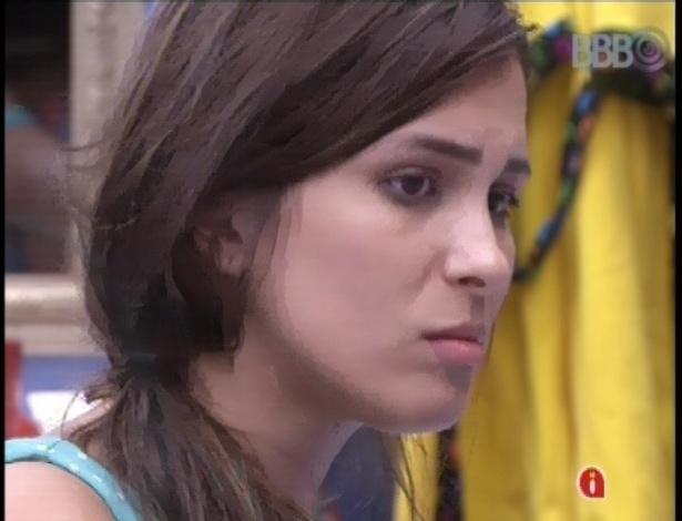 19.fev.2013 - Kamilla reclama para André e Fernanda sobre voto recebido de Anamara para o paredão