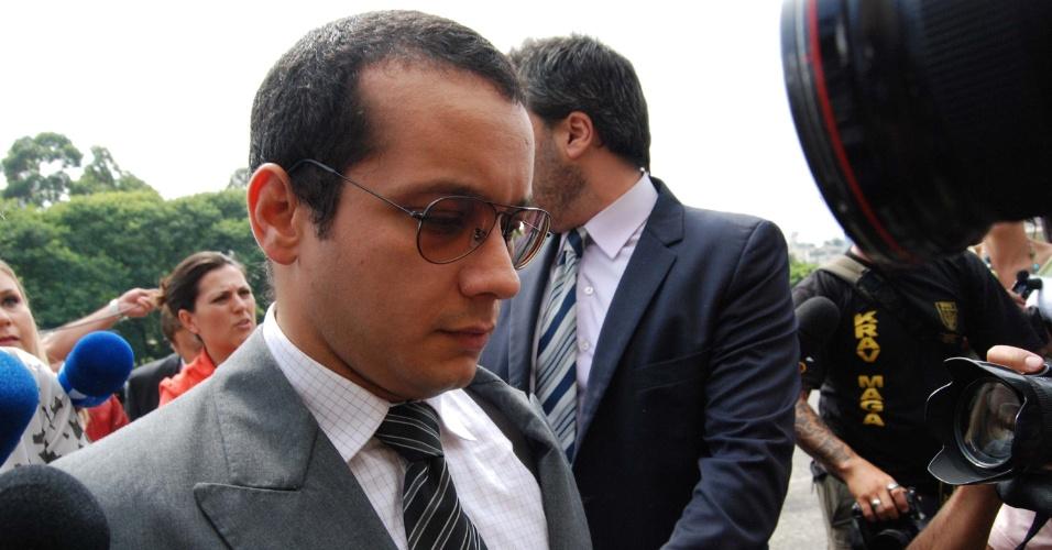 19.fev.2013 - O ex-seminarista Gil Rugai, 29, chega ao Fórum Criminal da Barra Funda, na zona oeste de São Paulo. para o segundo dia de seu julgamento. Ele é acusado pelos assassinatos do pai e da madrasta, ocorridos há quase nove anos, em 28 de março de 2004