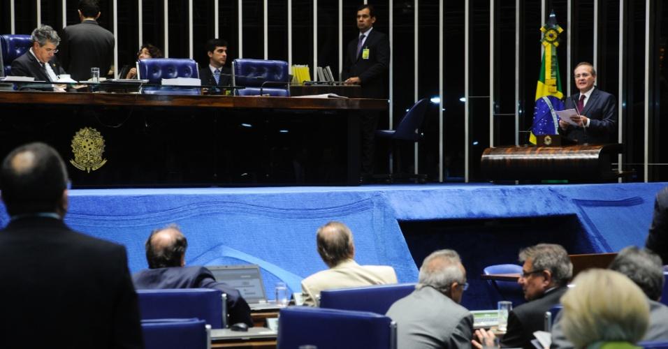 """19.fev.2013 - O presidente do Senado, Renan Calheiros (PMDB-AL), anunciou nesta terça-feira (19), durante discurso no plenário, a criação do Conselho de Transparência e Controle Social, que já havia sido prometido em seu discurso de posse, no dia 1º de fevereiro. Foi a primeira vez que o senador subiu ao plenário após ser eleito presidente da Casa. """"Nenhum poder da República é mais transparente que o Legislativo brasileiro"""", afirmou"""