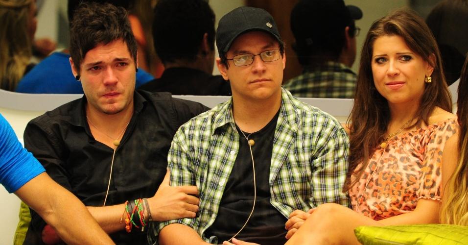 19.fev.2013 - Andressa e Nasser choram ao falar da falta que Ivan fará no programa
