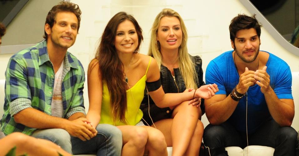 19.fev.2013 - Eliéser, Kamilla, Fernanda e Marcello se divertem com a fala de Bial