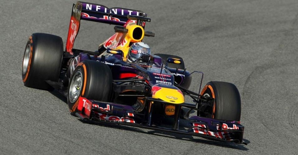 20.fev.2013 - Alemão Sebastian Vettel liderou a manhã do segundo dia de testes coletivos em Barcelona
