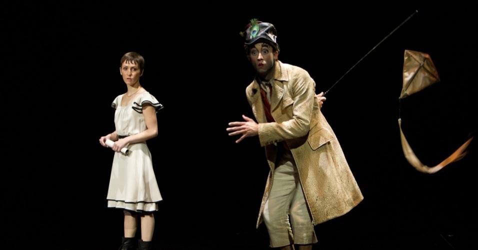 """A atriz Erica Linz é protagonista de """"Outros Mundos"""". No longa, a atriz interpreta Mia, uma jovem mulher que se apaixona por um trapezista e precisa passar por diferentes mundos do Cirque para encontrá-lo"""