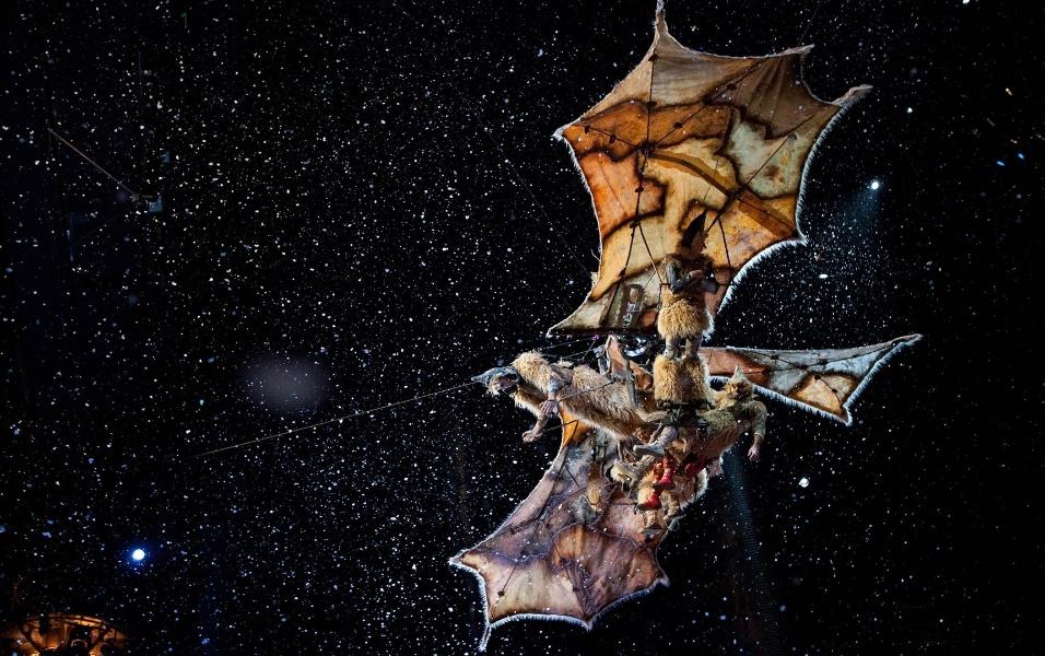 """Cena de """"Outros Mundos"""", filme do Cirque du Soleil produzido em 3D e que narra a trajetória de uma personagem pelos espetáculos da trupe"""