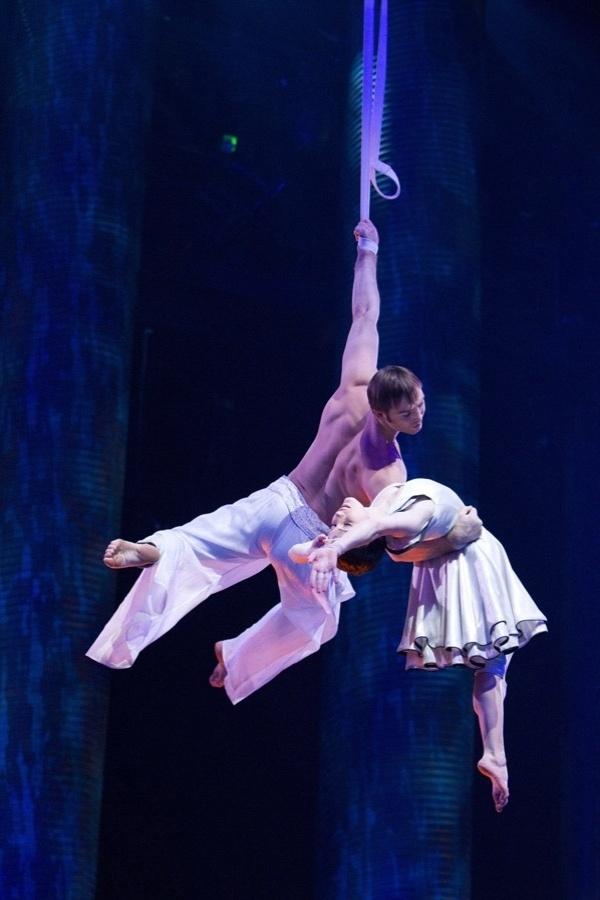 """Atores e acrobatas de sete espetáculos do Cirque du Soleil em Las Vegas em cartaz em 2011 foram escolhidos para o filme em """"Outros Mundos"""""""