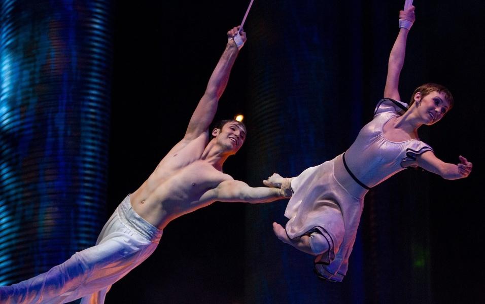 Várias cenas de acrobacia exibidas nos espetáculos ao vivo do Cirque du Soleil foram recriados com efeito 3D
