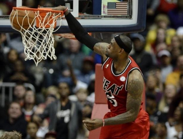 20.fev.2013 - LeBron James teve 24 pontos e 11 assistências na virada incrível do Miami Heat sobre o Atlanta Hawks: 103 a 90