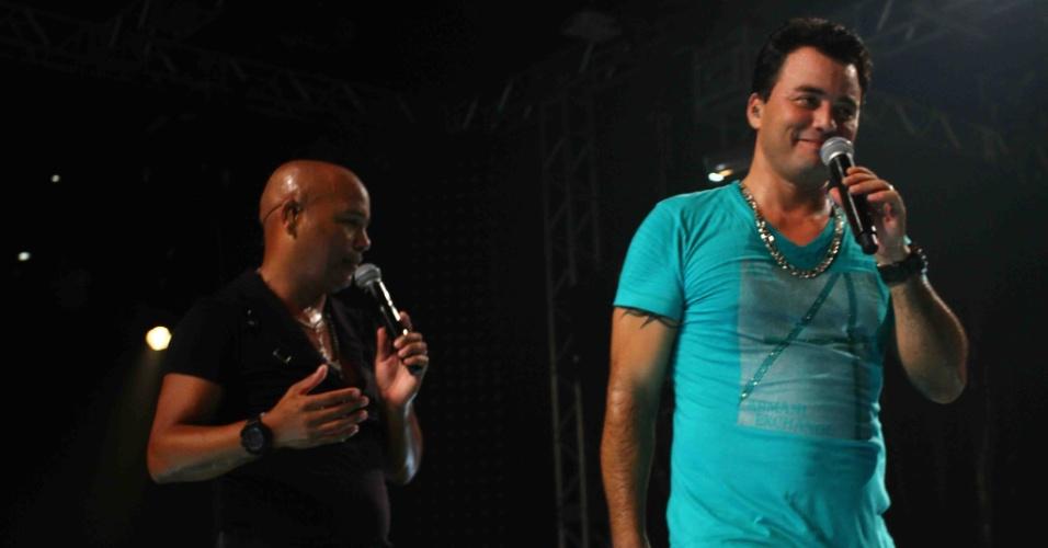 """20.fev.2013 - Rick e Renner gravam """"Bom de Dança"""", terceiro DVD da carreira da dupla. A gravação aconteceu em uma casa noturna de São Paulo e contou com a participação de outros nomes da música sertaneja. Formada desde 1983, Rick e Renner somam 17 CDs e 2DVDs, com mais de 10 milhões de cópias vendidas"""