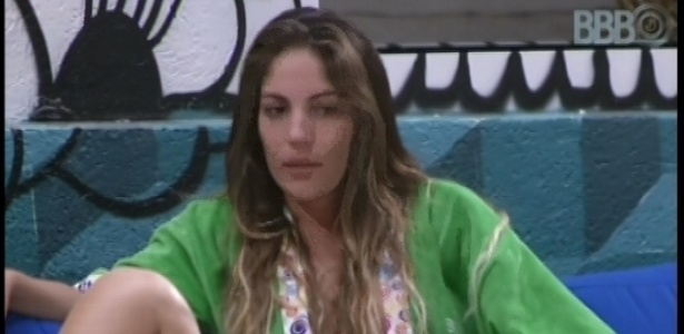 21.fev.2013 - Anamara conta para Fani e Natália seus momentos mais marcantes no