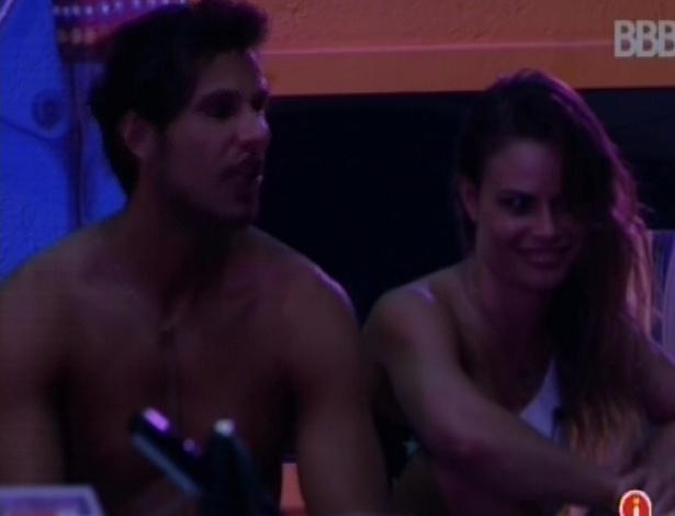 21.fev.2013 - Natália fala de sua atração por André para Eliéser