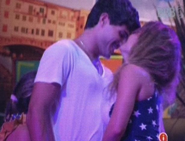 21.fev.2013 - Natália provoca André durante a festa