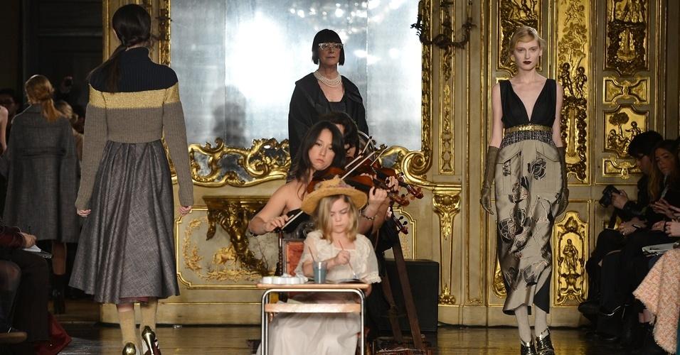 Modelos apresentam looks de Antonio Marras para o Inverno 2013 durante a semana de moda de Milão (21/02/2013)