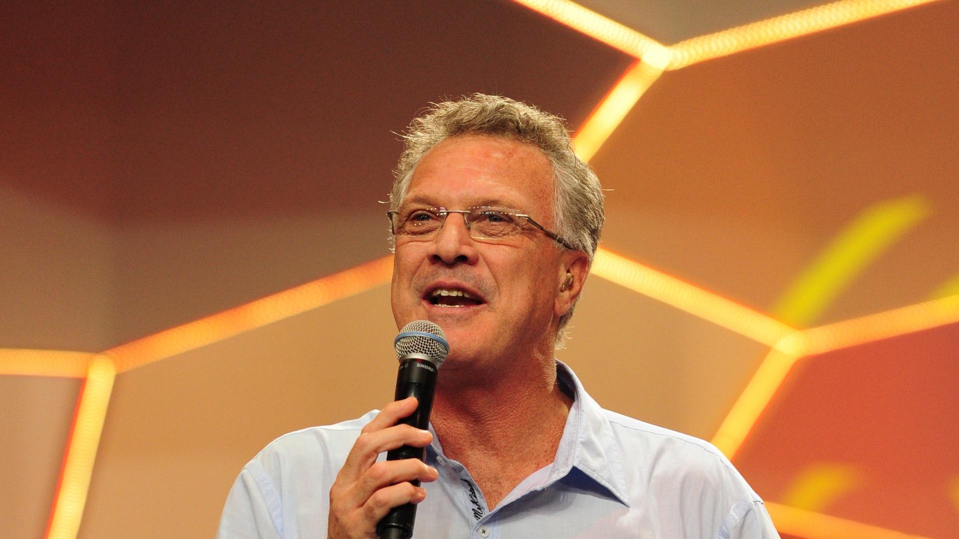 Pedro Bial apresenta o programa