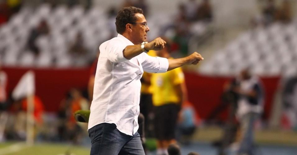 Técnico Vanderlei Luxemburgo durante jogo do Grêmio contra o Fluminense pela Libertadores no Engenhão (20/02/2013)