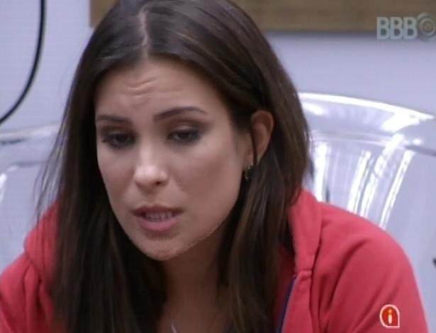 22.fev.2013 - Kamilla desabafa com André sobre Natália e diz que não confia na gaúcha