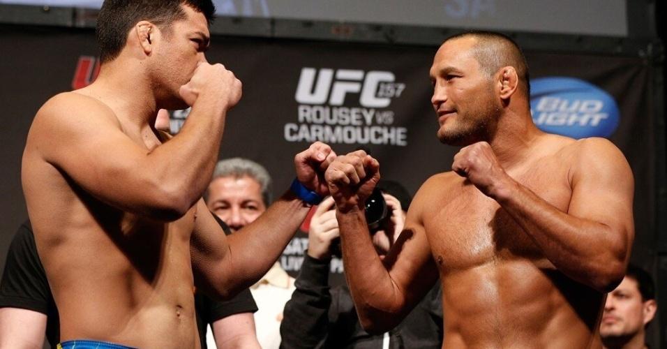 22.fev.2013 - Lyoto Machida e Dan Henderson se encaram após pesagem que antecede o UFC 157, nos Estados Unidos