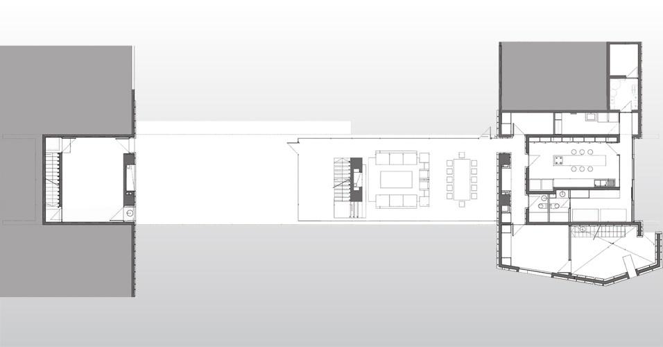 A casa dois segue distribuição semelhante à da casa um. No primeiro pavimento ficam os ambientes de uso social, como salas e cozinha. O projeto é de Cristián Undurraga e foi erguido em Zapallar, litoral chileno