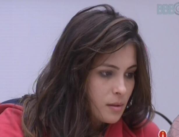 23.fev.2013 - Kamilla explica para Fernanda porque preferiu conversar com Fani sobre a briga com Eliéser