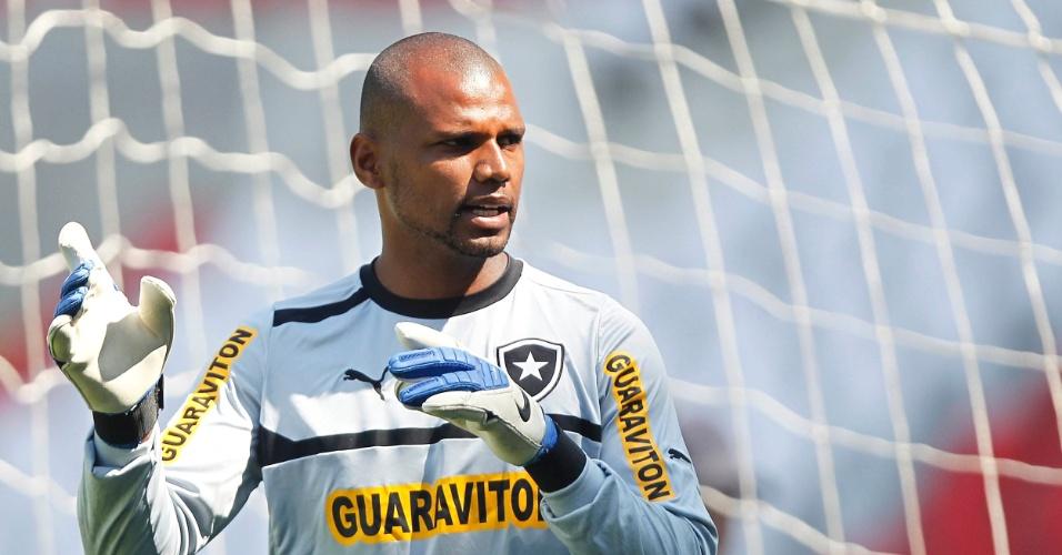 O goleiro Jefferson treina pelo Botafogo