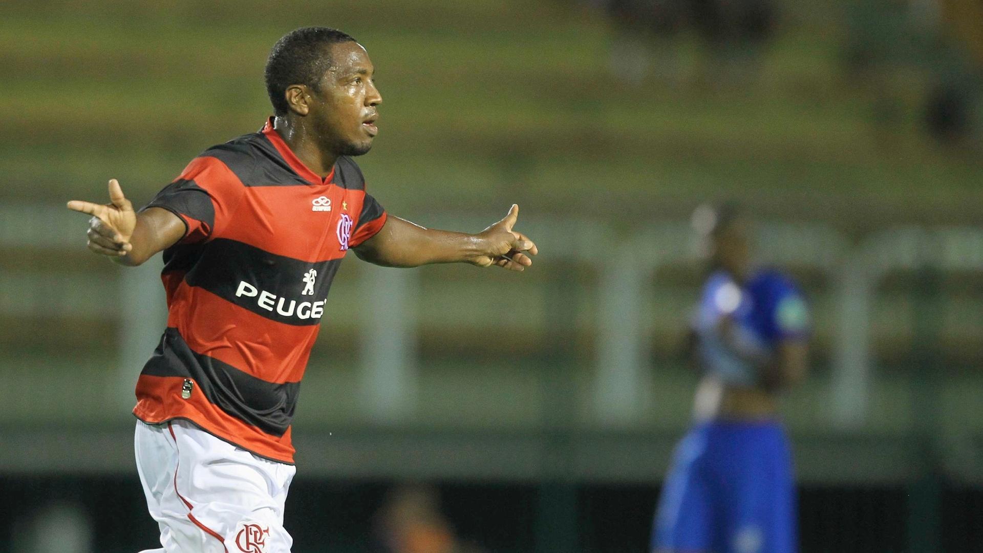 Renato Abreu marcou os dois gols do Flamengo na vitória sobre o Olaria por 2 a 0