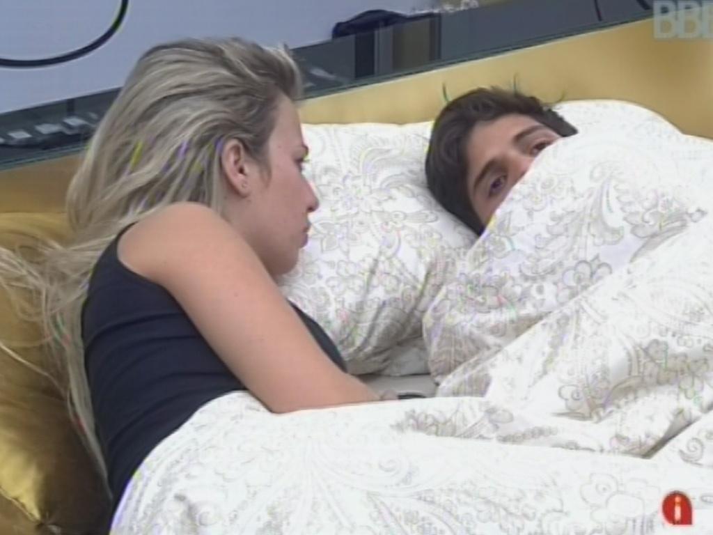 24.fev.2013 - André revela a Fernanda que irá votar em Marcello para o paredão