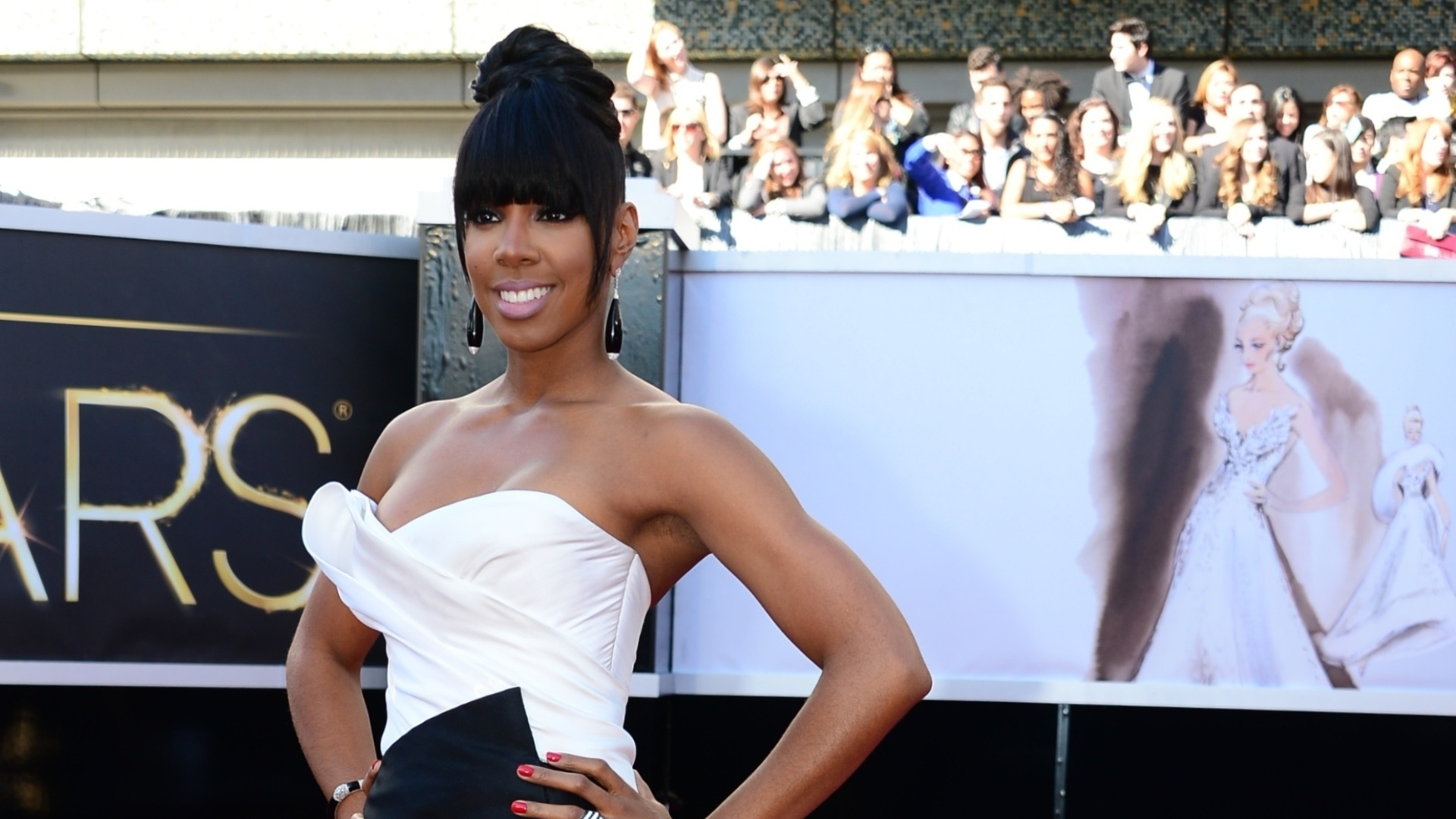 24.fev.2013 -  Kelly Rowland, ex-Destiny's Child, no tapete vermelho do Oscar 2013