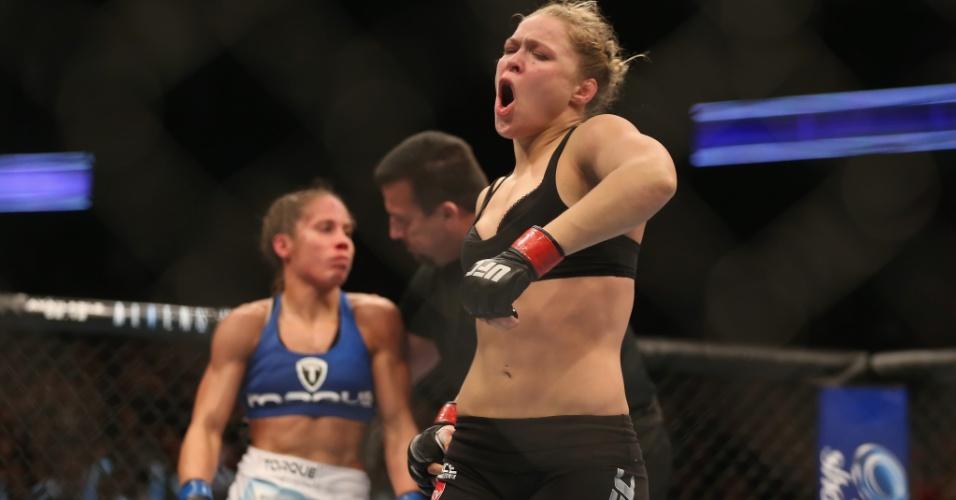 Ronda Rousey comemora vitória sobre Liz Carmouche no UFC 157