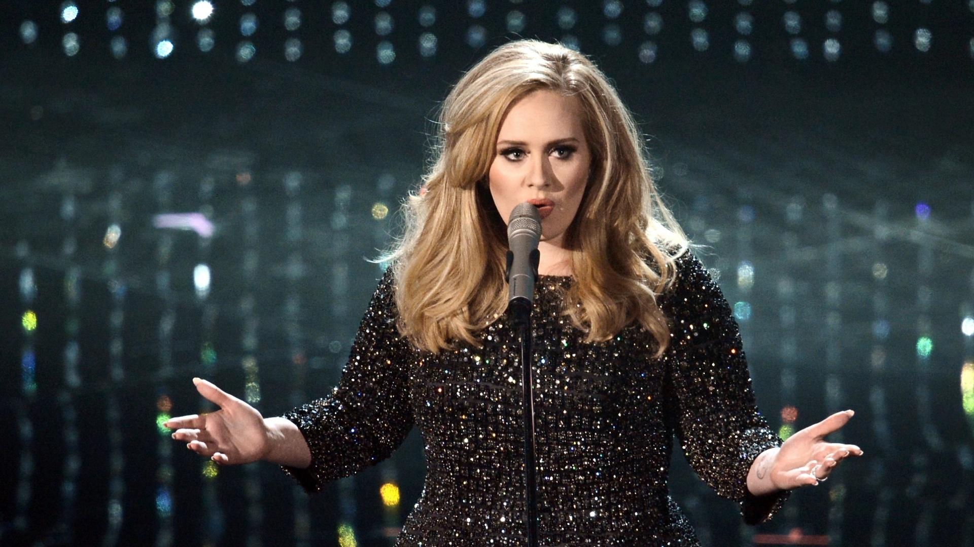 24.fev.2013 - Adele canta