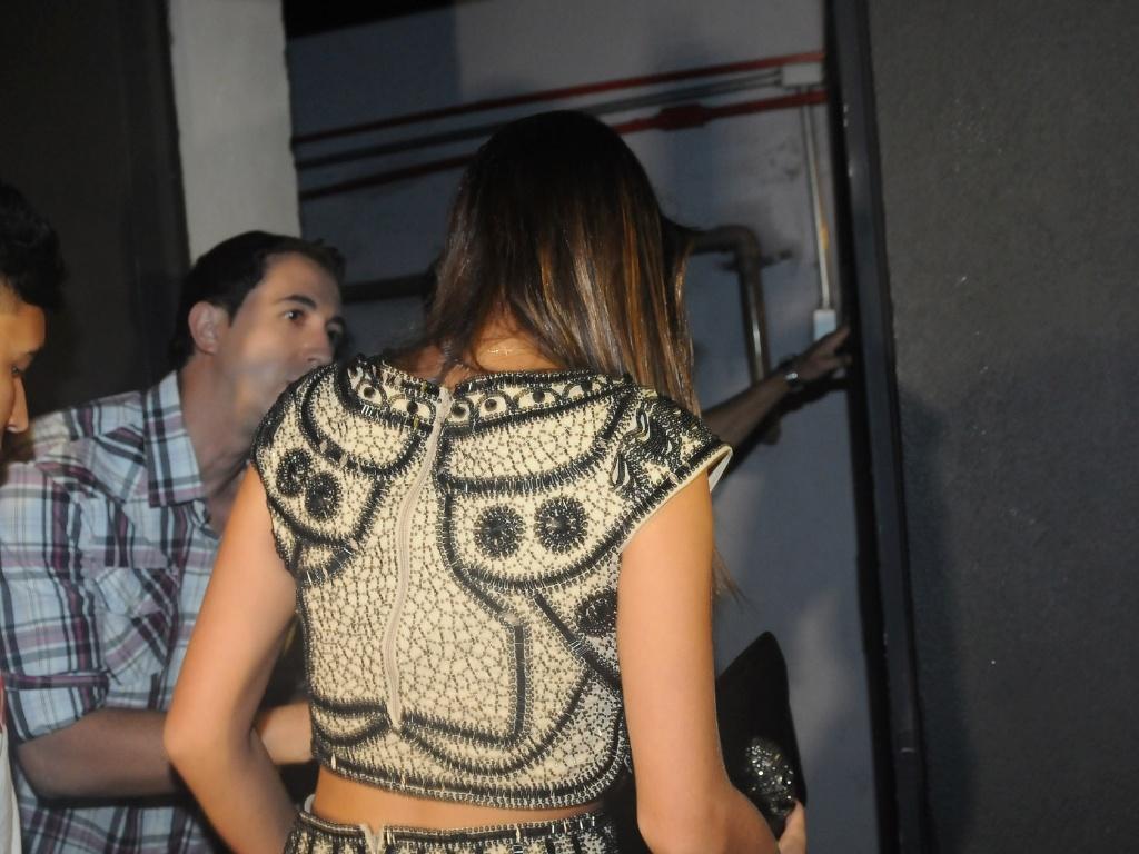 24.fev.2013 - Bruna Marquezine chega à festa do namorado, o jogador Neymar, no Vila Mix, em São Paulo