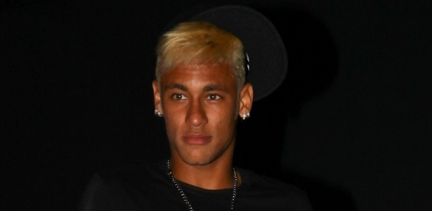 24.fev.2013 - Neymar chega a sua festa de aniversrio no Vila Mix, em So Paulo