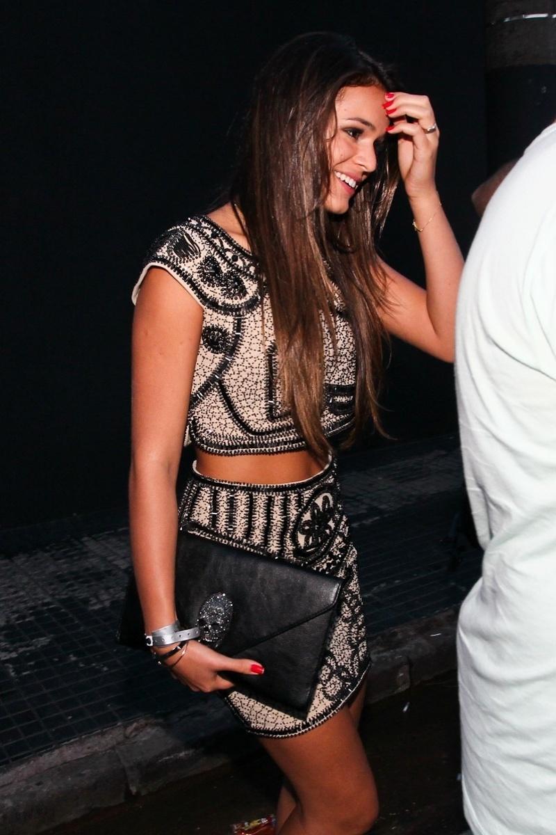 25.fev.2012 - Bruna Marquezine deixa a festa do namorado Neymar na casa de shows Vila Mix, em São Paulo