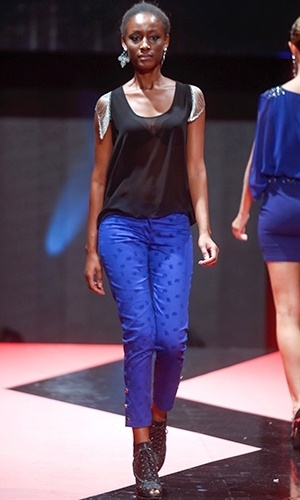 Modelo desfila look da Banila B no Mega Polo Moda para o Inverno 2013 (25/02/2013)