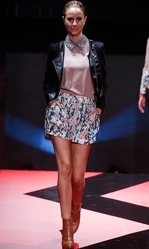 Modelo desfila look da Chica Fulô no Mega Polo Moda para o Inverno 2013 (25/02/2013)