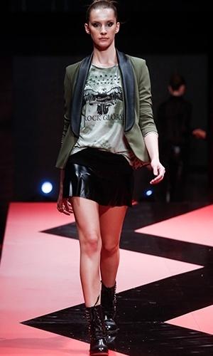 Modelo desfila look da Club Soda no Mega Polo Moda para o Inverno 2013 (25/02/2013)