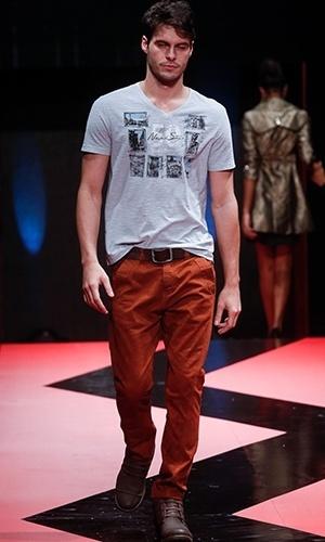 Modelo desfila look da Gasoil no Mega Polo Moda para o Inverno 2013 (25/02/2013)