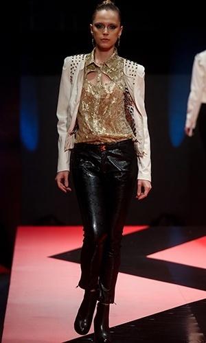 Modelo desfila look da Ouro Prata no Mega Polo Moda para o Inverno 2013 (25/02/2013)