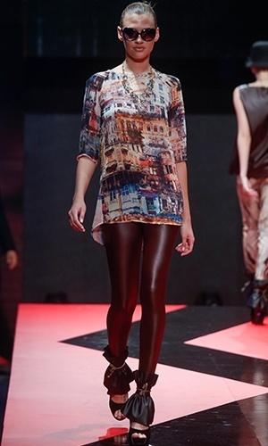 Modelo desfila look da Vício no Mega Polo Moda para o Inverno 2013 (25/02/2013)