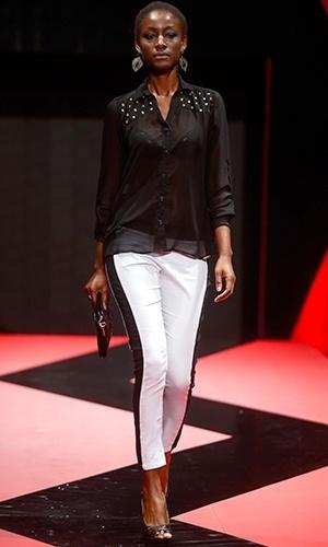 Modelo desfila look da Vitrine & Cia no Mega Polo Moda para o Inverno 2013 (25/02/2013)