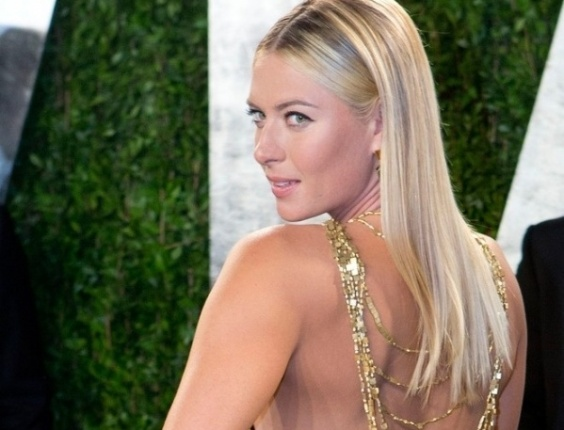 Tenista russa Maria Sharapova mostra as costas em festa ps-Oscar