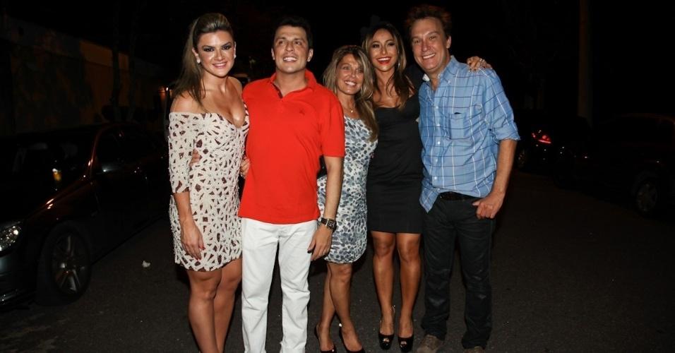 25.fev.2013 - Ceará com Mirella Santos, Anne Luyet, Sabrina Sato e Emílio Surita  no seu aniversário de 40 anos em São Paulo