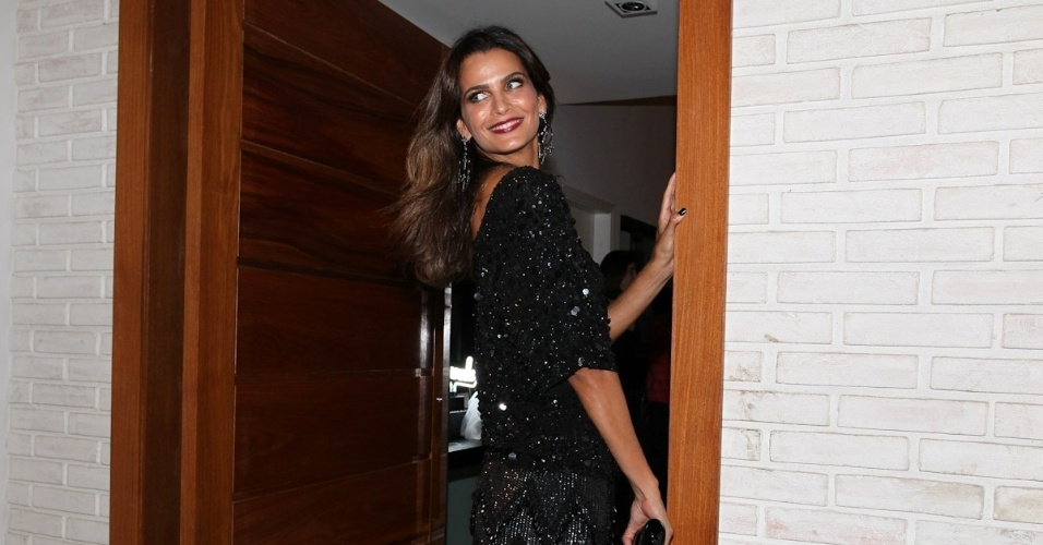 """25.fev.2013 - Fernanda Motta no aniversário de 40 anos de Wellington Muniz, o Ceará do """"Pânico"""" em sua casa em São Paulo"""