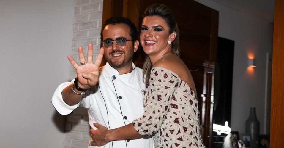 "25.fev.2013 - Mirella Santos e o chef Isaac Azar no aniversário de 40 anos de Wellington Muniz, o Ceará do ""Pânico"""