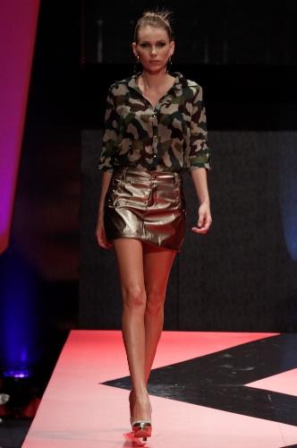 26 fev. 2013 - A Base Pink apostou na mistura de dois hits da moda: o metalizado e a camisa estampada