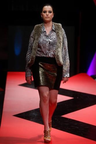 26 fev. 2013 - A marca de tamanhos grandes Dãrivam/Anjo Rosa apresentou um look que mistura diferentes texturas