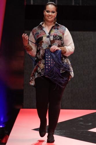 26 fev. 2013 - A marca Shine apresentou uma coleção para gordinhas que não têm medo da moda. As camisas estampadas foram o destaque do desfile
