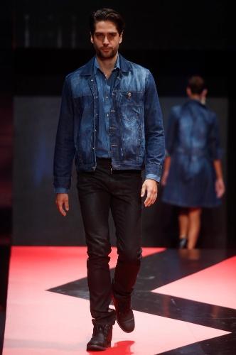 26 fev. 2013 - A moda do look todo jeans também pode ser usada por homens, como propõe a Offício Jeans