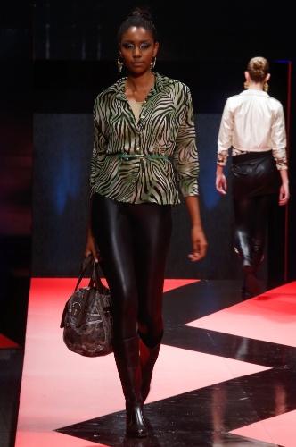 26 fev. 2013 - Modelo desfila look da LN Moda Mulher no Mega Polo Moda para o Inverno 2013Cariátides